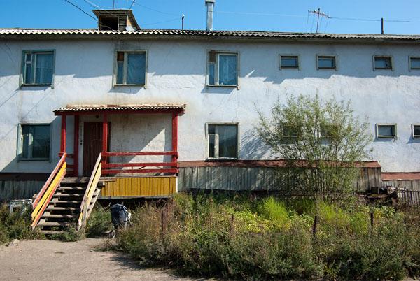Дом с необычными окнами