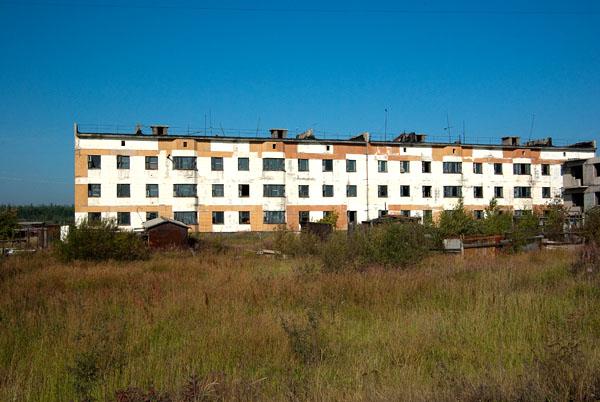 Пустые трехэтажки. Село Колымское.