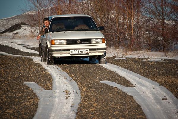 В Магадане автомобили ездят только по рельсам =)